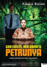 Plakat filmu Bóg istnieje, a jej imię to Petrunia
